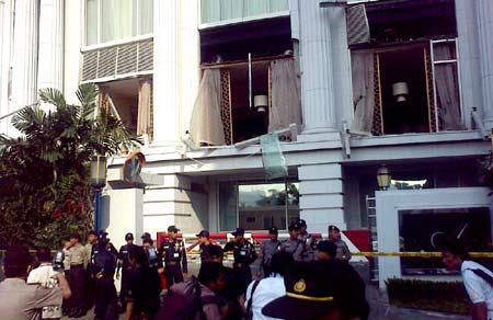 Hotel Ritz Carlton yang terkena ledakan