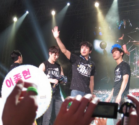Bye CN BLUE! See you next year!