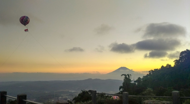 Sunset View Candi Gedung Songo